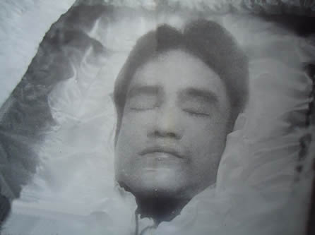 Bruce Lee Casket Bruce lee lies in his coffin